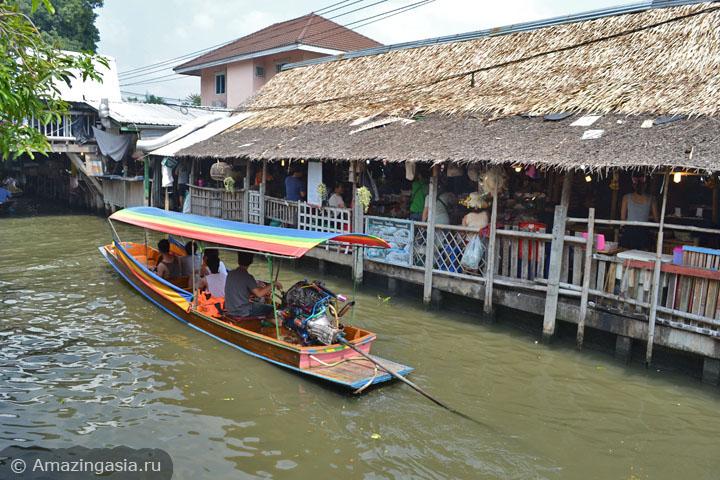 Фото рынка Клонг Лат Майом (Khlong Lat Mayom floating market), Бангкок. Лодка с туристами.