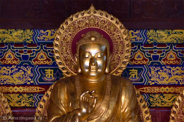 Фотографии храмов Нонтхабури. Будда храма Wat Borom Racha Kanjanapisek Anusorn.