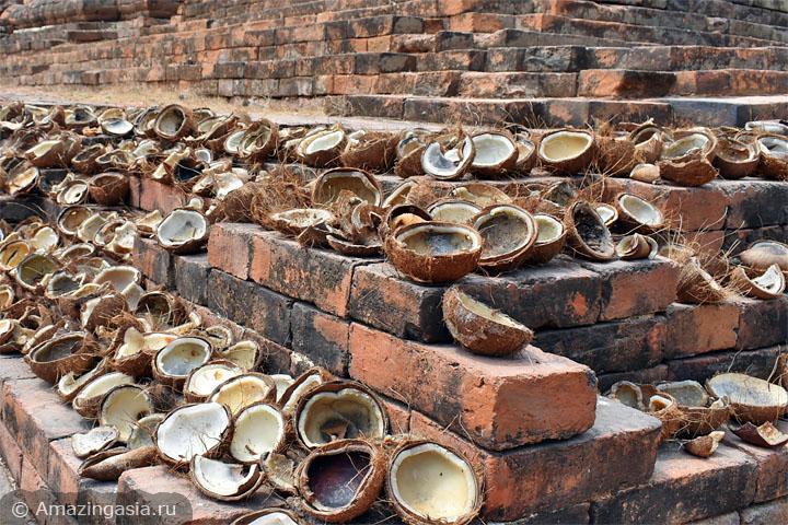 В Ратчабури стоит посмотреть на развалины древнего города Кху Буа.