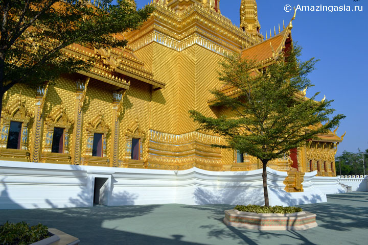 Temple The Anatomy of the Universe, Samut Prakan. The Great Hall of Vajra Dhamma.