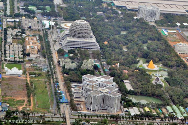 Аэрофото храма Ват Пхра Дхаммакая (Wat Phra Dhammakaya), Бангкок