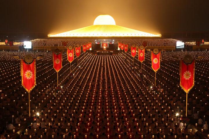 Скандальные церемонии храма Ват Пхра Дхаммакая (Wat Phra Dhammakaya), Бангкок