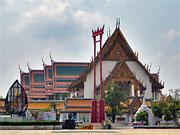 Храм Ват Сутхат в центре Бангкока