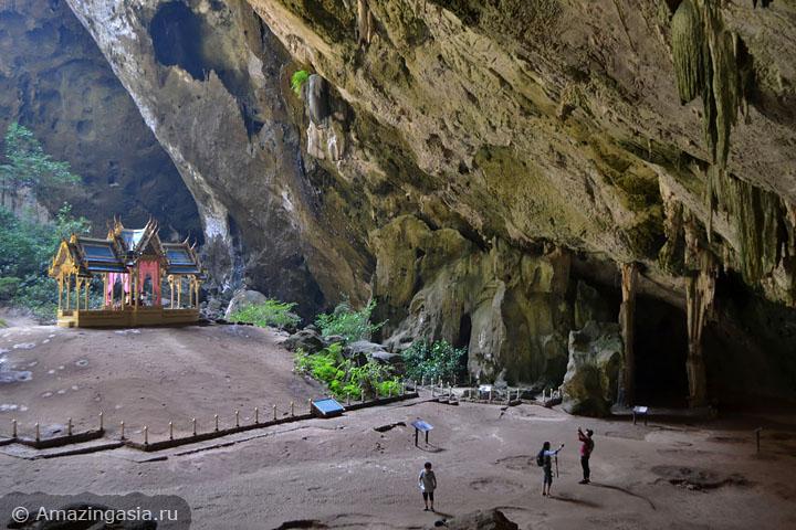 Пещера Прайя Накхон в национальном парке Сам Рой Йот