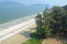 пляж рядом с пещерой Прайя Накхон