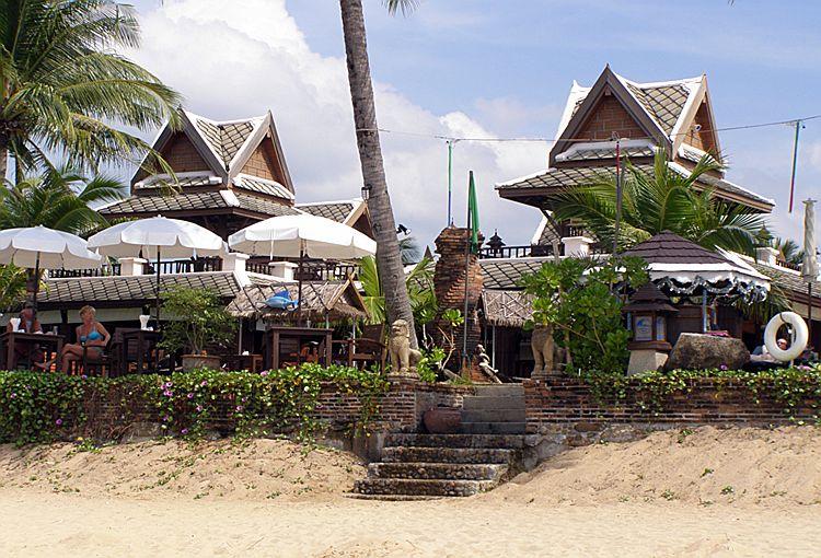 Вид с пляжа Банг Нианг на отель Mukdara Beach Resort