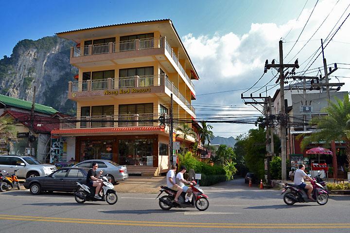 Фотографии Ао Нанга. Мотобайки на центральной улице города.