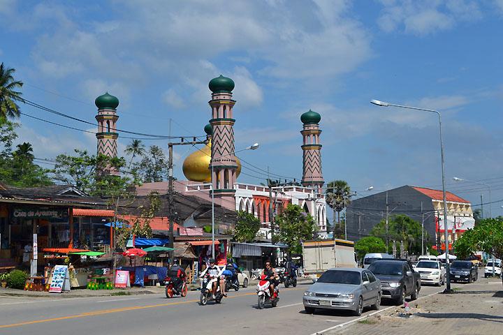 Фотографии Ао Нанга. Мечеть, расположенная на въезде в город.