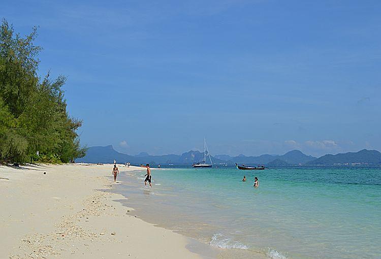 Пляж острова Пода