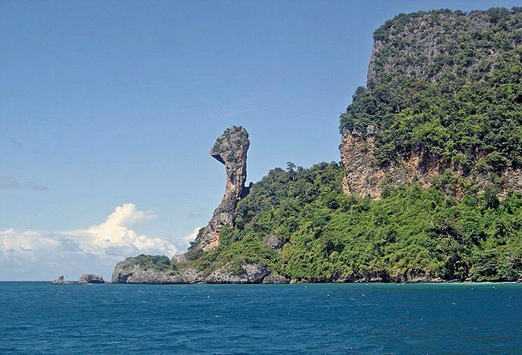 Скалы острова Чикен