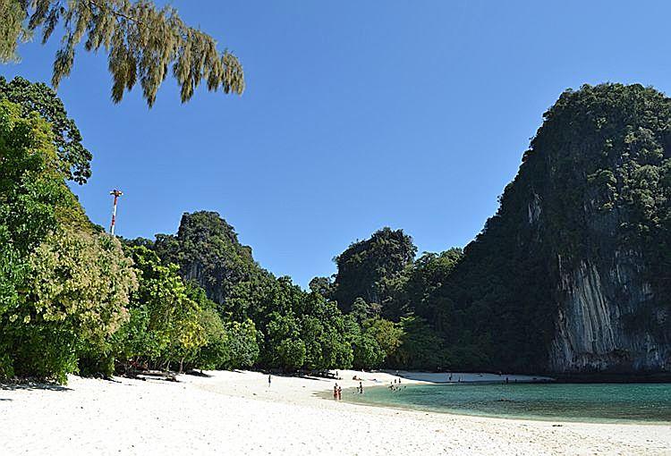 Пляж острова Хонг
