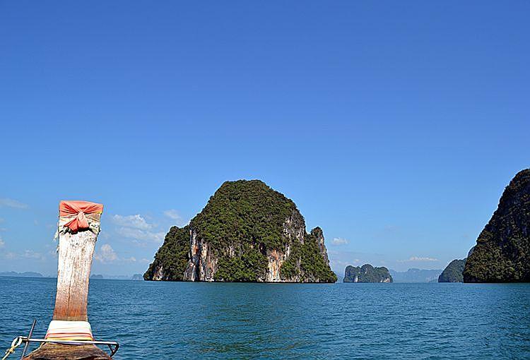 Лодка на острове Хонг