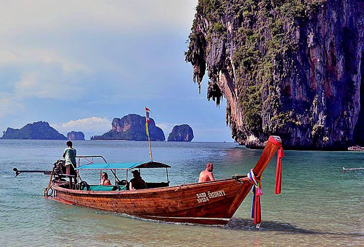 Тайская деревянная лодка (longtail boat), пляж Пра Нанг, Краби, Тайланд