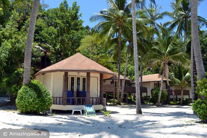 Острова Транг. Бич-фронт коттеджи отеля Koh Ngai Resort.