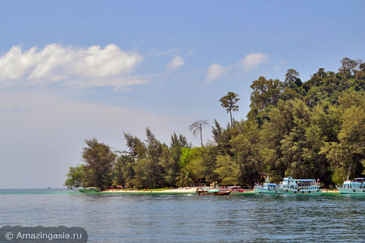 Острова Транг. Фото кораблей рядом с островом Крадан.
