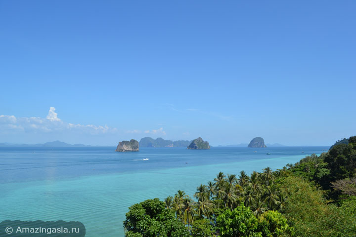 Острова Транг. Вид со смотровой площадки отеля Koh Ngai Cliff Beach Resort.